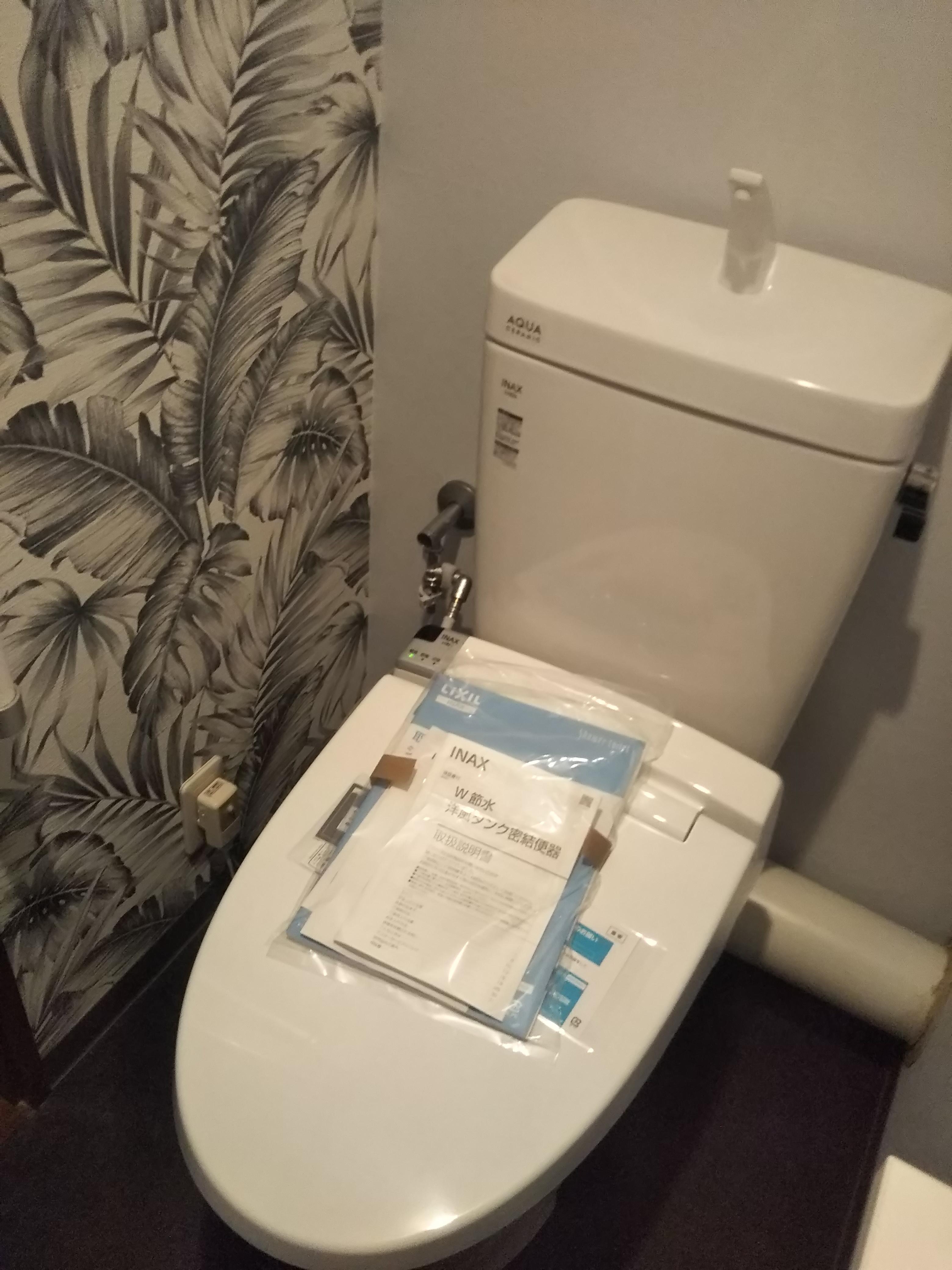 自己満足のアクセントクロスがステキなトイレ室